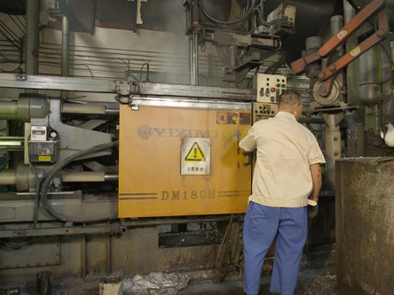 Automatic die-casting machines are in progress for all the aluminum lamps